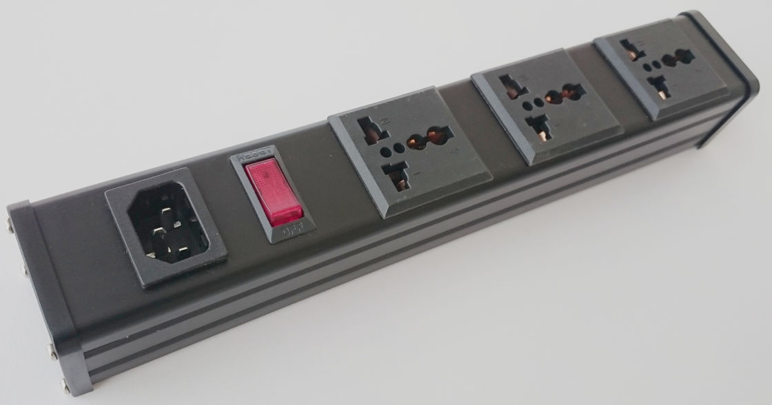 Cabinet PDU Power Distribution Unit With Switch / Universal 3 Outlet Power Bar